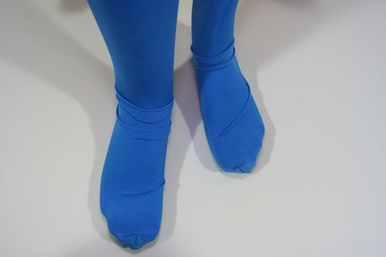 14 Mannequin-Superman-Costume-Close-Up-Feet x425