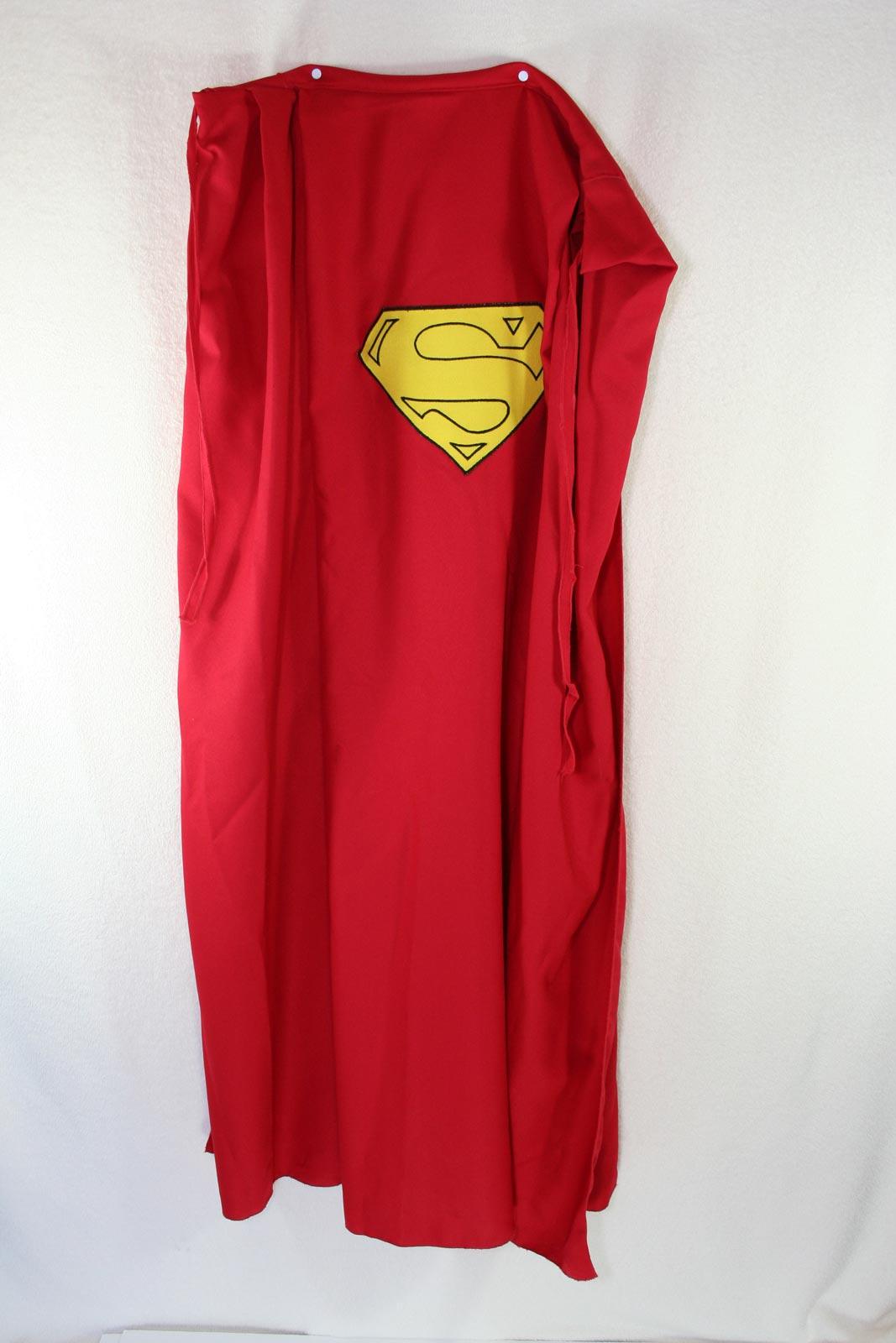 Http Galleryhip Com Superman Cape Images Html