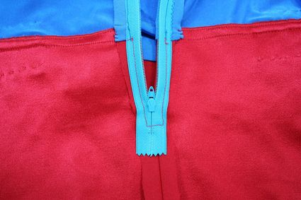 29 Superman-Costume-Inside-Close-Up-Zipper-Back-Waist x425