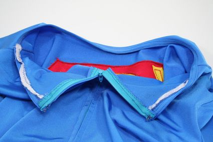 32 Superman-Costume-Close-Up-Inside-Collar-Rear-Detail x425