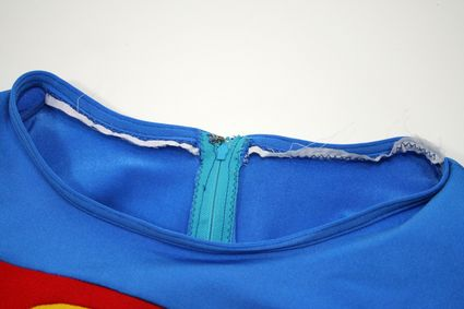 33 Superman-Costume-Close-Up-Inside-Collar-Front-Detail x425