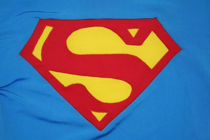 43 Superman-Costume-Chest-Emblem-Front x425
