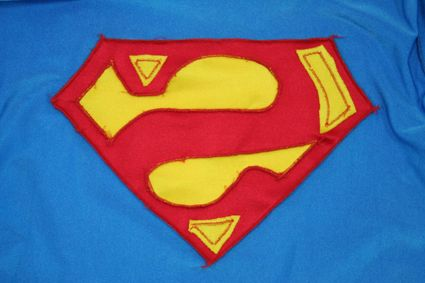 44 Superman-Costume-Chest-Emblem-Insideout-Full x425