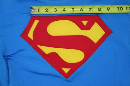 45 Superman-Costume-Chest-Emblem-Front-Taped-01 x425