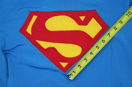 46 Superman-Costume-Chest-Emblem-Front-Taped-02 x425
