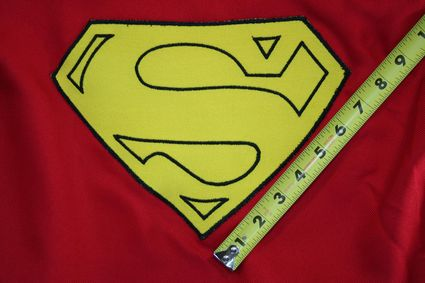 50 Superman-Costume-Cape-Full-Emblem-Taped-03 x425