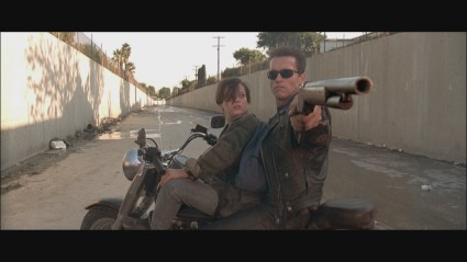 terminator-2-hd-screencapture-shotgun-movie-prop-17-x425