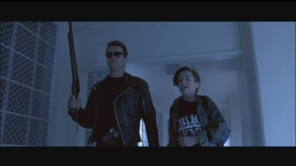 terminator-2-hd-screencapture-shotgun-movie-prop-21-x425