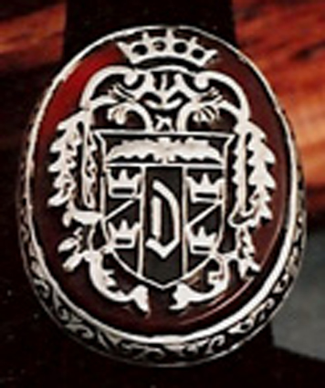 dimensional-designs-replica-crest-of-dracula-ring-archive-photo-close-up