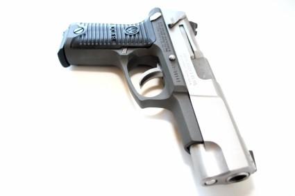 true-lies-desperado-ruger-p90-pistol-firearm-prop-04-x425