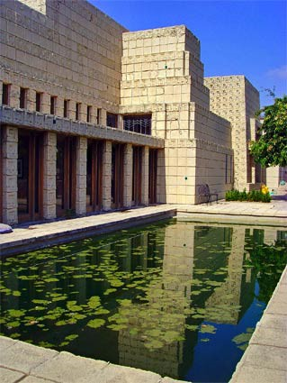frank-lloyd-wright-ennis-house-06-x425