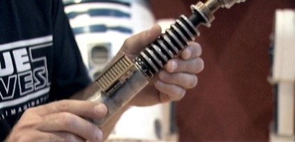 Returning-To-Jedi-Elstree-Props-Lightsaber-VideoCap-09 [x425]