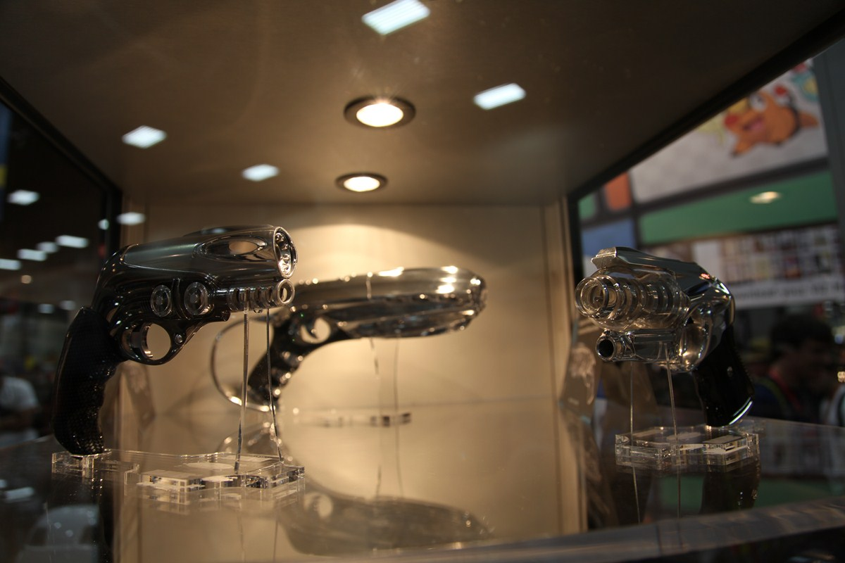 San Diego Comic Con 2011: Studio Art Technologies Offers Preview of Original Movie Props from 'Men in Black 3'