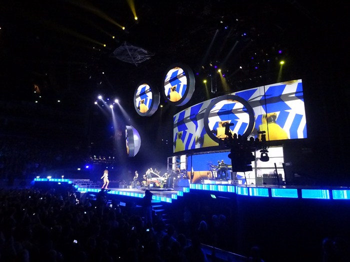Rihanna concert review uk dating 9