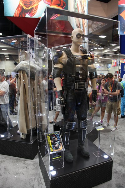 San Diego Comic Con 2012: DC Comics Exhibitor Space Features Watchmen, Arrow Costumes