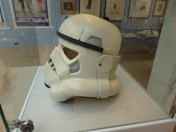 Christies-Withdrawn-Prototype-Stormtrooper-Helmet-Prop-Star-Wars-A-New-Hope-Andrew-Ainsworth-Preview-02-x600