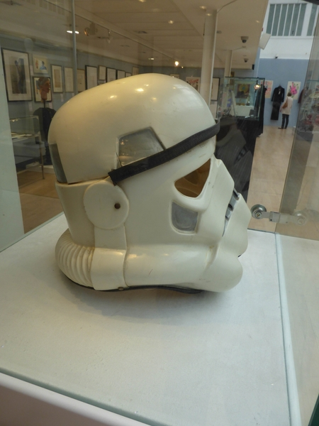 Christies-Withdrawn-Prototype-Stormtrooper-Helmet-Prop-Star-Wars-A-New-Hope-Andrew-Ainsworth-Preview-03-x600