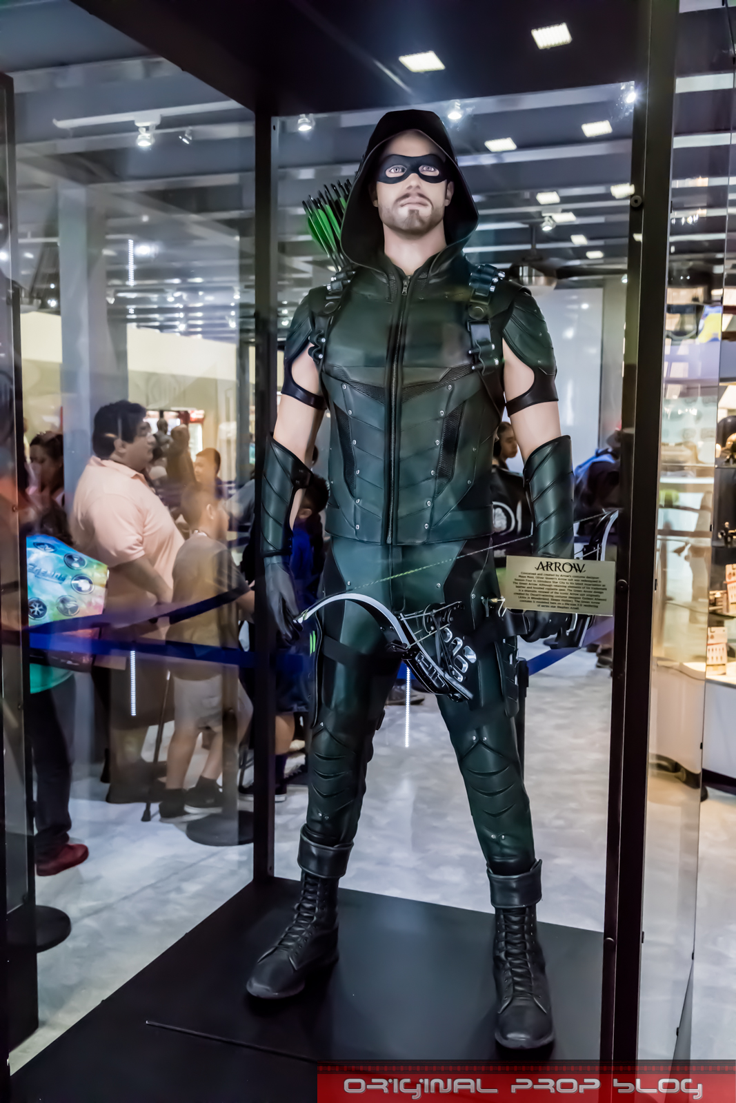 For ... & San Diego Comic-Con 2016: Warner Bros Costume Exhibit Features ...